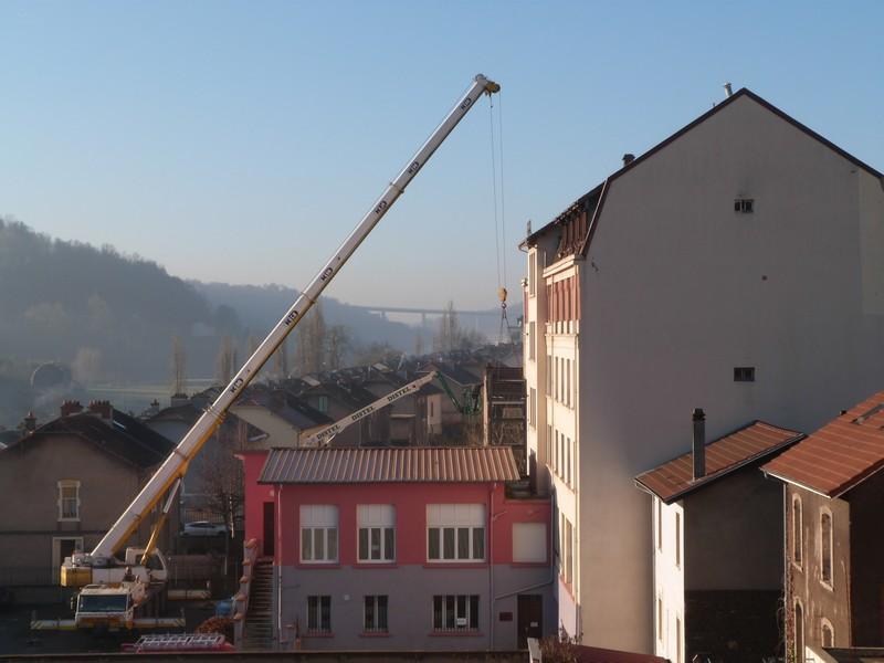 Travaux : Pose de la structure de l'ascenseur à la maison de Santé
