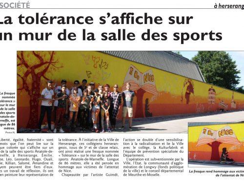 La tolérance s'affiche sur un mur de la salle des sports