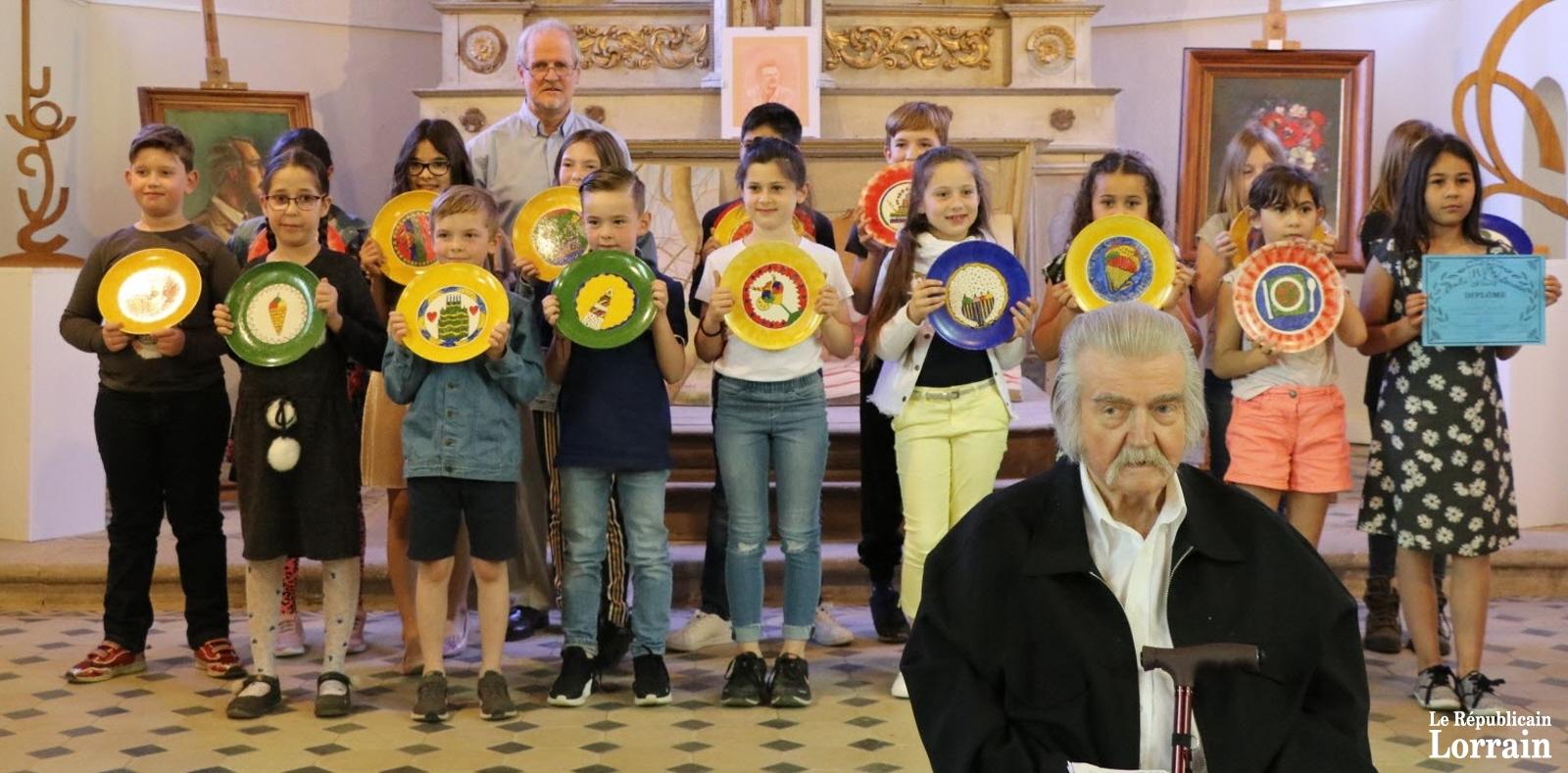 Concours de dessin à Herserange : jeunes lauréats primés