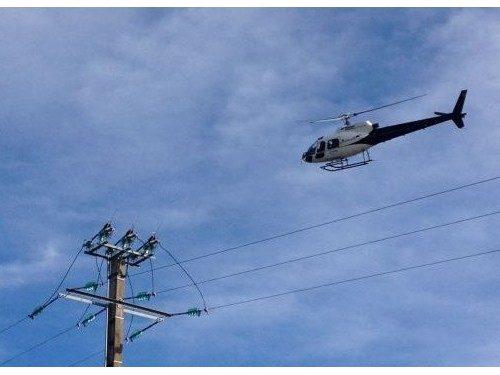Survol basse hauteur lignes électriques par hélicoptère