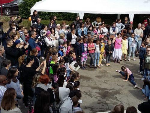 Kermesse et chants à Landrivaux