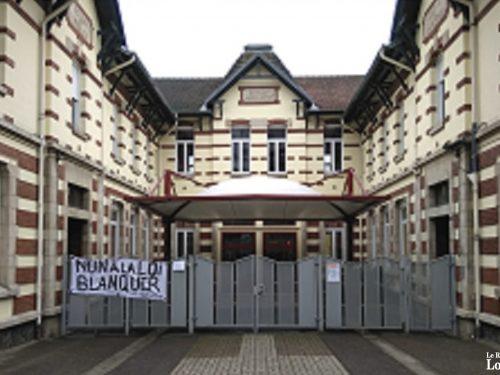 Des banderoles et une réunion contre la loi Blanquer